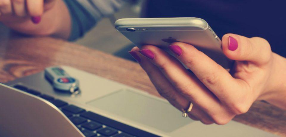 Gana seguidores en Facebook: sorteo online de powerbanks y usb personalizados