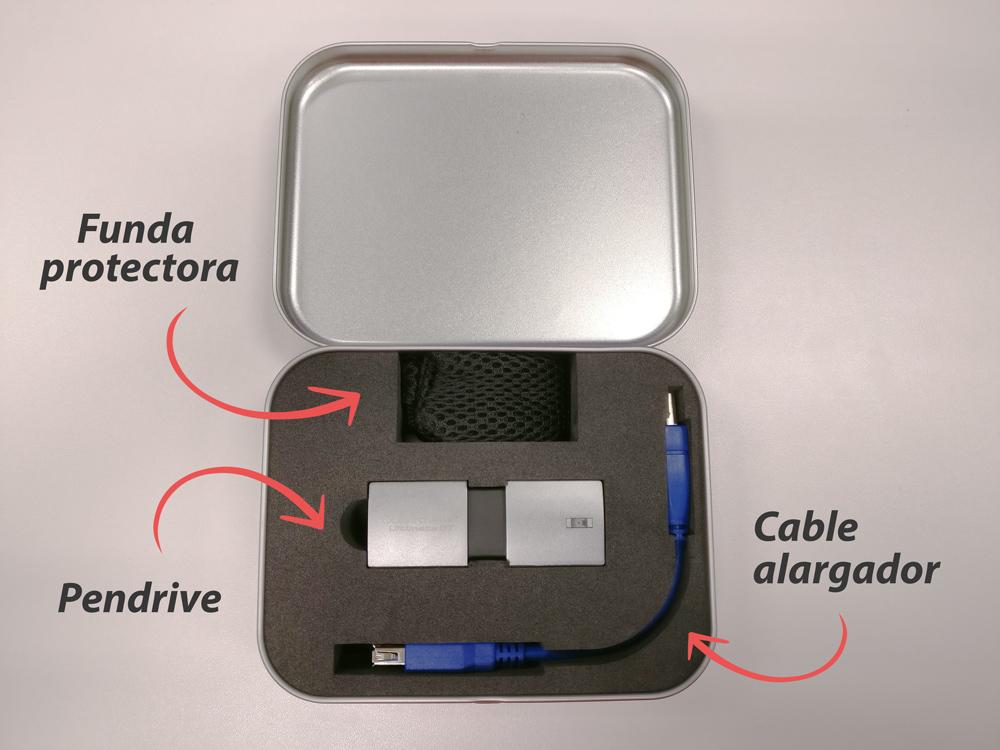 Accesorios del pendrive de Kingston, el USB con más capacidad del mundo. FOTO: El Mundo