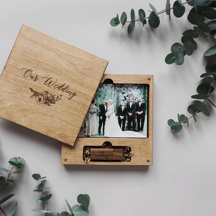 usb de madera personalizado para bodas con caja