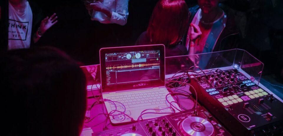Memorias usb para profesionales de la educación y DJs