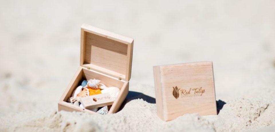 Memorias usb personalizadas de madera para el verano
